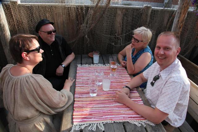 Osa voutineuvostoa avec aurinkoisena