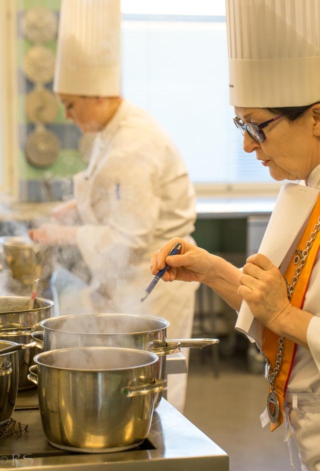 nuoret-kokit-keittiossa-20